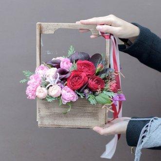 Каллы и розы в ящичке
