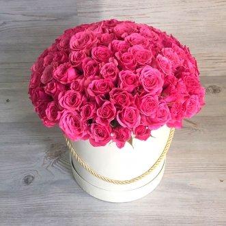 29 кустовых роз в коробке